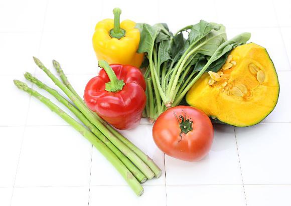 バストアップに効果のある成分や栄養素、食材まとめ